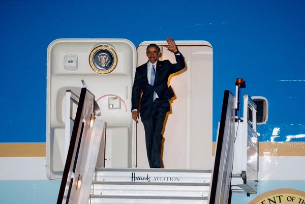 It's wheels down for POTUS as he lands in London this evening to begin his visit to the UK. #ObamaInUK