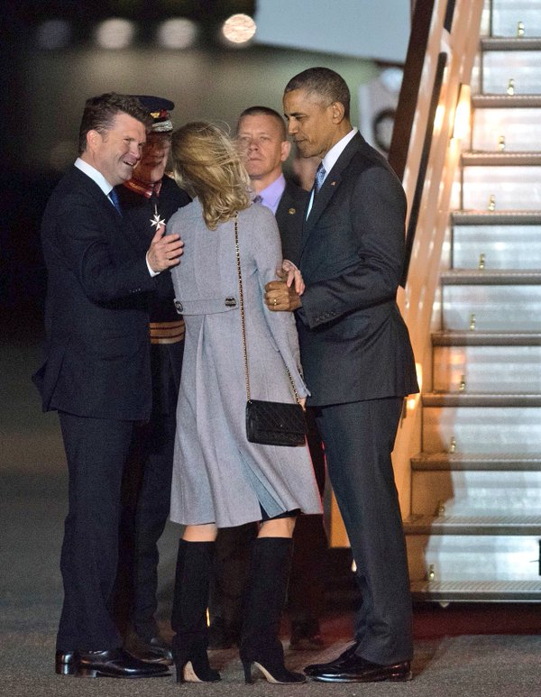 U.S. Ambassador Matthew Barzun welcomes President Obama and First Lady Michelle Obama to the UK after they step of Air Force One :