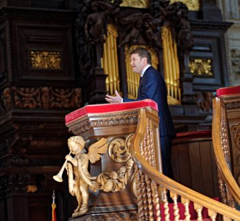 U.S. Ambassador Matthew Barzun at a pulpit in St Pauls cathedral, Thanksgiving Day 2015
